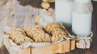 How to Make Oatmeal Cookies Without Brown Sugar & Nutmeg