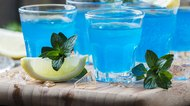 How To Make A Uv Blue Vodka Lemonade Slushy Mixed Drink