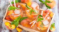 How to Make Applebee's White Peach Sangria