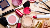 How to Keep Makeup on All Day Without a Primer