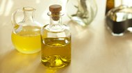 How to Substitute Canola Oil for Olive Oil