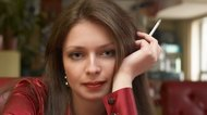 How to Remove Nicotine Residue From Hair
