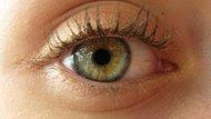 How to Strengthen Your Eyelashes