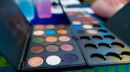 How to Host a Makeup Party for Free