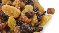 What Is the Difference Between Yellow & Black Raisins?