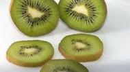 How to Prepare Kiwi Fruit to Eat