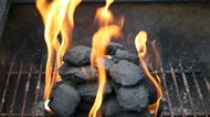 How to Barbecue With Charcoal & Wood Chips