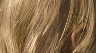 How to Rinse Hair With Apple Cider Vinegar
