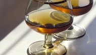 How to Mix Drinks Using Brandy & Ice Tea