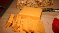 What Is the Difference Between Longhorn Cheese & Cheddar Cheese?