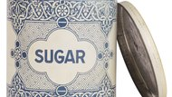 How to Substitute Confectioners Sugar for Table Sugar