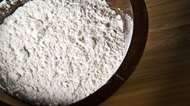 How to Make White Makeup With Flour