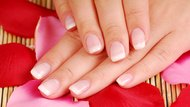 How to Clean Your Nails Effectively