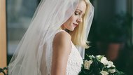 Easy Ways to Attach a Veil