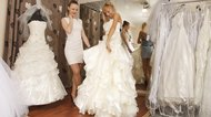 Colors to Wear with An Ivory Wedding Dress