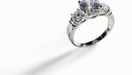 How to Clean a Platinum Diamond Ring With Alcohol