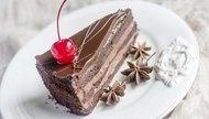 How to Arrange Sliced Cake on a Plate