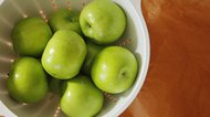 How to Get Wax Off Apples for Dipping in Caramel