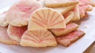 How to Decorate Cookies With Colored Sugar