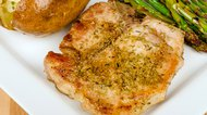 How to Keep Pork Chops Moist When Pan Frying