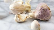 How to Tell if Raw Garlic Is Rancid