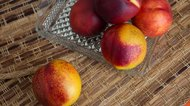 How to Tell When Nectarines Are Ripe
