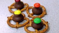 How to Make Pretzels With Hershey Kisses