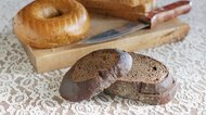 What Is the Difference Between Rye Bread & Pumpernickel Bread?
