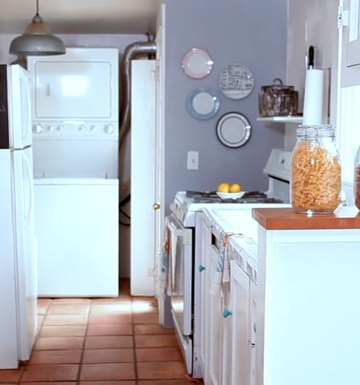 Your Guide To A Sleek, Clean Kitchen (Inexpensive & All-Natural!)