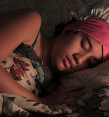 How to Sleep in Hair Curlers