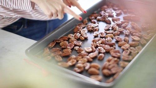 How To Toast Pecans: 3 Ways