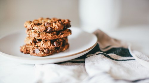 Vegan Chocolate Chip Peanut Butter Cookies