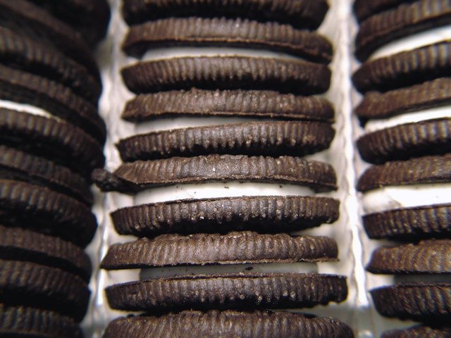 Rows of Chocolate Sandwich Cookies