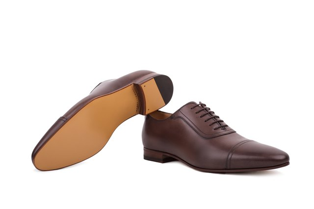 Men's lace-up dress shoes