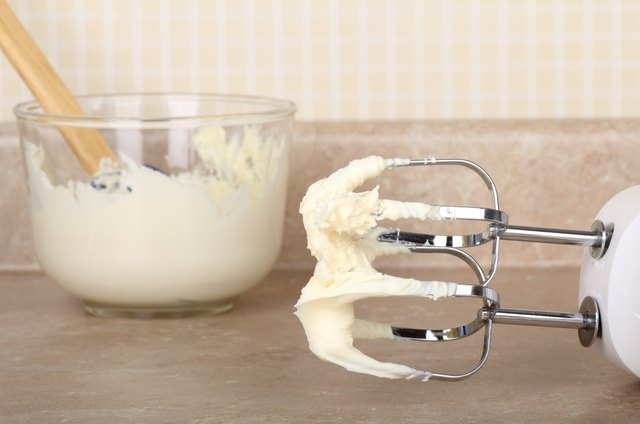 Preparing Cake Icing