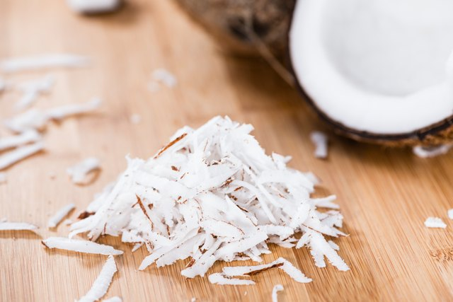 what is the difference between shredded and flaked coconut