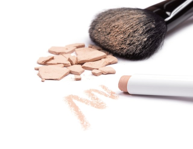 Concealer pencil and cosmetic powder