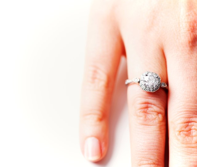 How to Find Out How Much a Diamond Ring Is Worth