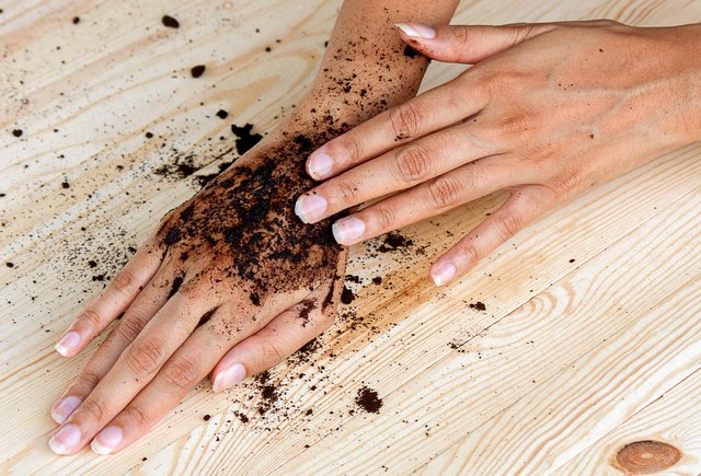 coffee hand scrub with ground coffee (wet)