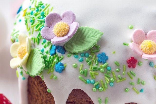 Easter cake with fondant decoration