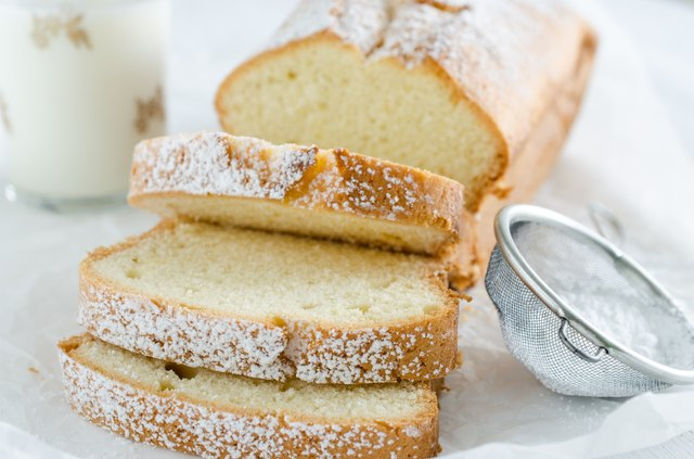 Vanilla pound cake slices