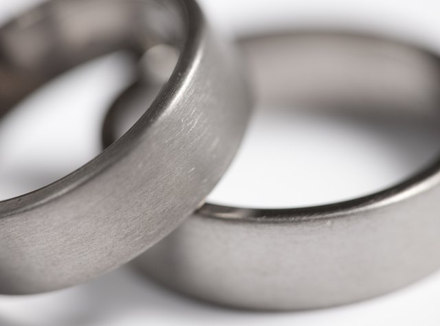 pros and cons of titanium rings