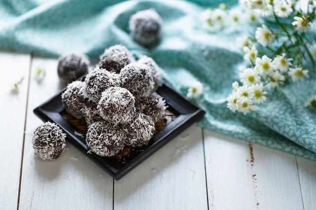Cocoa and coconut energy balls