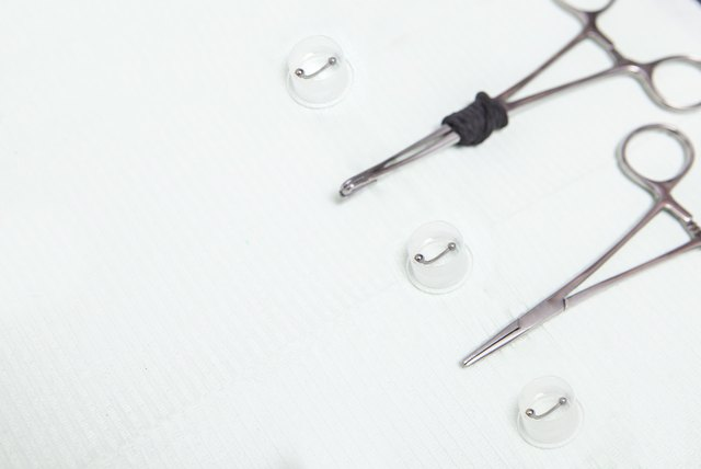 Piercing professional table with grips, forceps and jewels