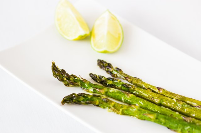 Green asparagus baked with olive oil and garlic