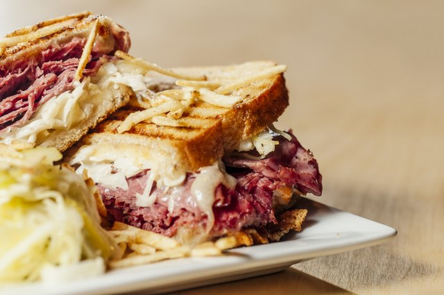 A corned beef sandwich on a plate