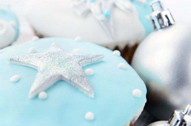 Cupcakes with silver fondant stars