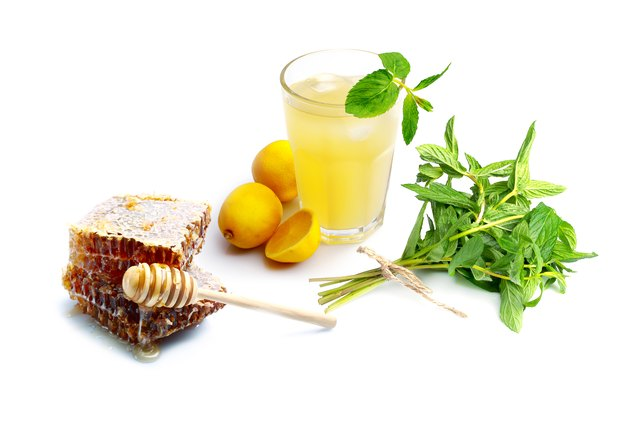 Natural remedies honey, lemon and mint