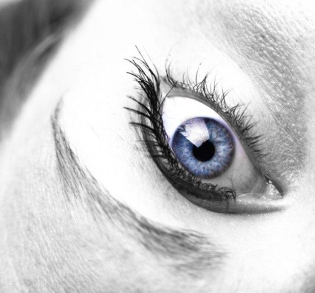 how to make eyes look darker