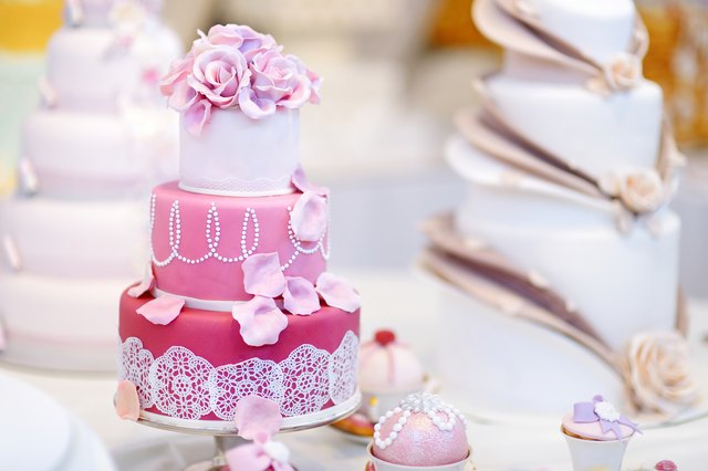 How To Adhere Fondant Decorations To Buttercream Icing